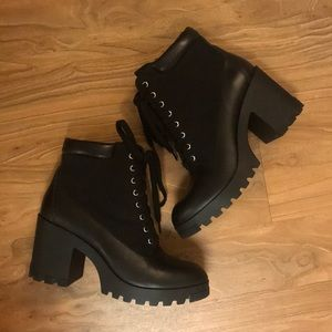CUTE BLACK HEELED BOOTIES ( LEATHER + FABRIC )